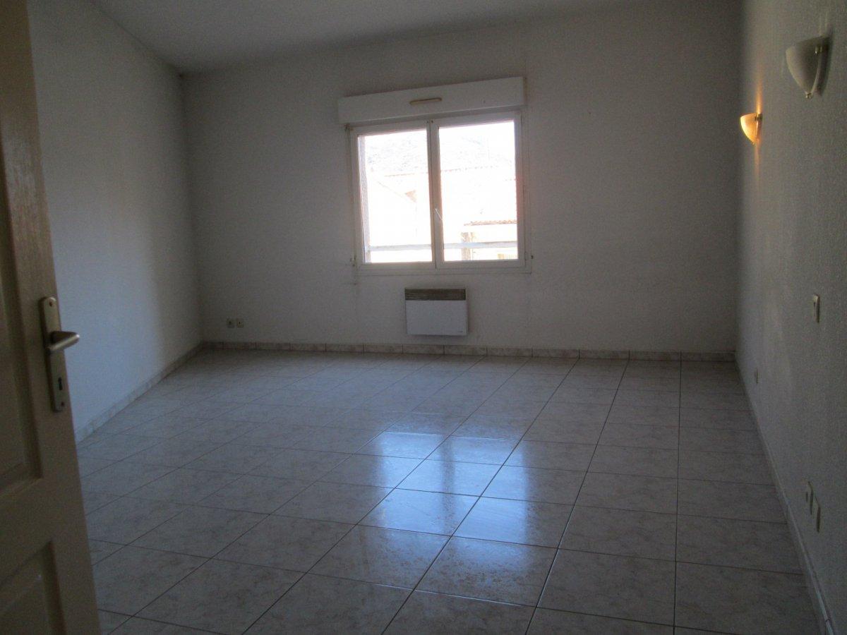 Vente port vendres appartement de 3 pieces duplex avec for Appartement garage